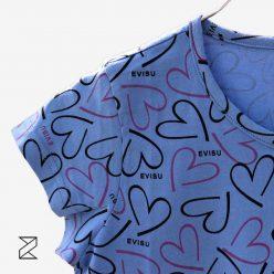تیشرت آبی طرح قلب